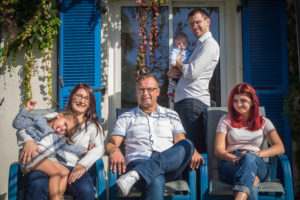 Portrait de famille en terrasse